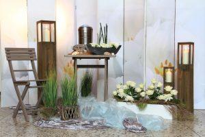 Dekoration zur Trauerfeier Persönliche Trauerfeier, Abschied, Abschiedsfeier, Blumendekoration Urnenschmuck Grabschmuck, Trauerschmuck